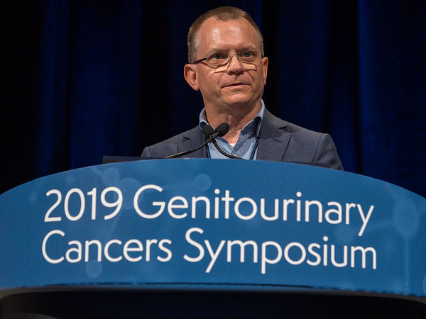 Dr. Scott Williams, Peter MacCallum Cancer Centre, presents Abstract 1 during General Session 3