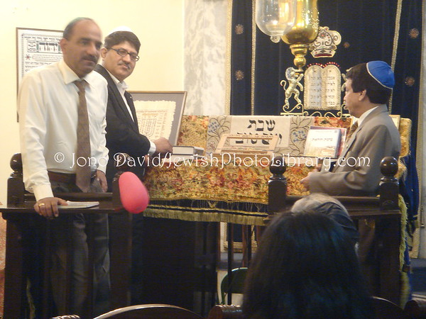 INDIA, Delhi. Judah Hyam Hall Synagogue. Lecture, visitors, Shabbat (Friday, March 6, 2009). (2009)