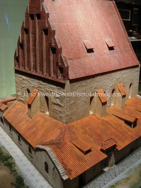 TW 18  Altneusynagogue model 1, Museum of World Religions, Taipei