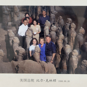 Bill Clinton, Hillary Clinton with daughter Chelsea Clinton at the excavation site of the Terracotta Warriors in Xian, China.