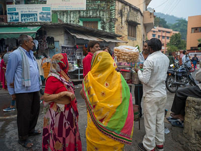 Tourists at food stall, Rishikesh, Dehradun District, Uttarakhand, India