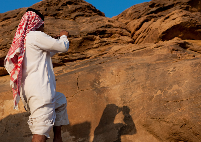 Saudi Arabia, Najran Province, Abar Hima, Saudi Tourist Taking Pictures Of Rock Art