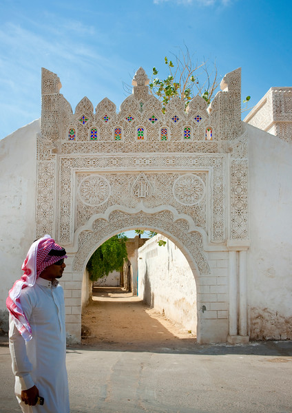 Saudi Arabia, Jizan Province, Farasan Island, Saudi Man In Front Of An Ottoman Old Gate