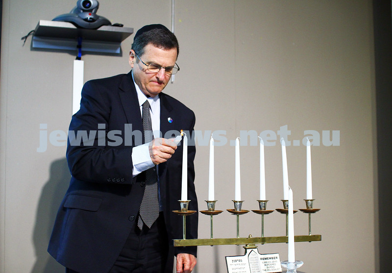 5-7-15.  The Australian Society of Polish Jews and Their Descendants event at Beth Weizmann honouring the Polish Righteous Among the Nations. Israeli Ambassador Shmuel Ben Shmuel lighting a candle. Photo: Peter Haskin