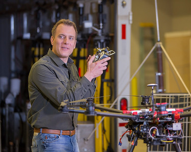 Mike Bettis of the Weather Channel's Weather Underground tries the DJI S-1000 transmitter on for size.