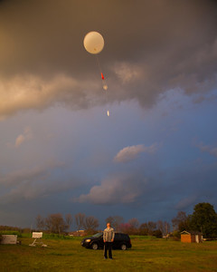 Launching a Graw radiosonde...