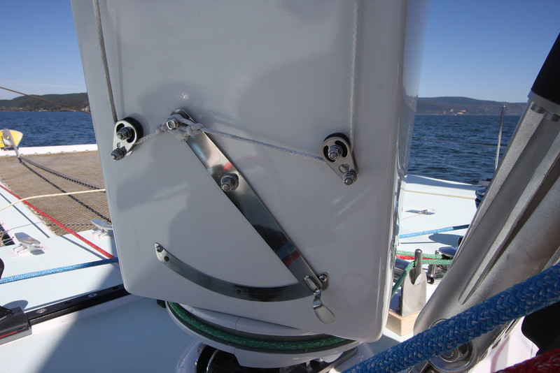 Foremast V-flap control
