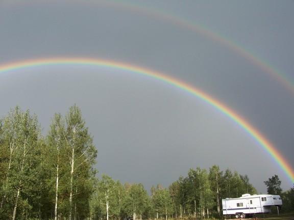 RainbowsOverGreatWesternCampsite_01