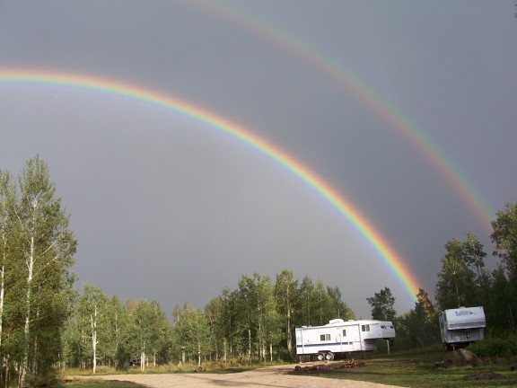 RainbowsOverGreatWesternCampsite_02