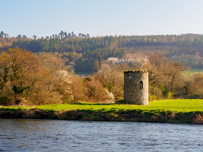 View over the Suir to the south bank.