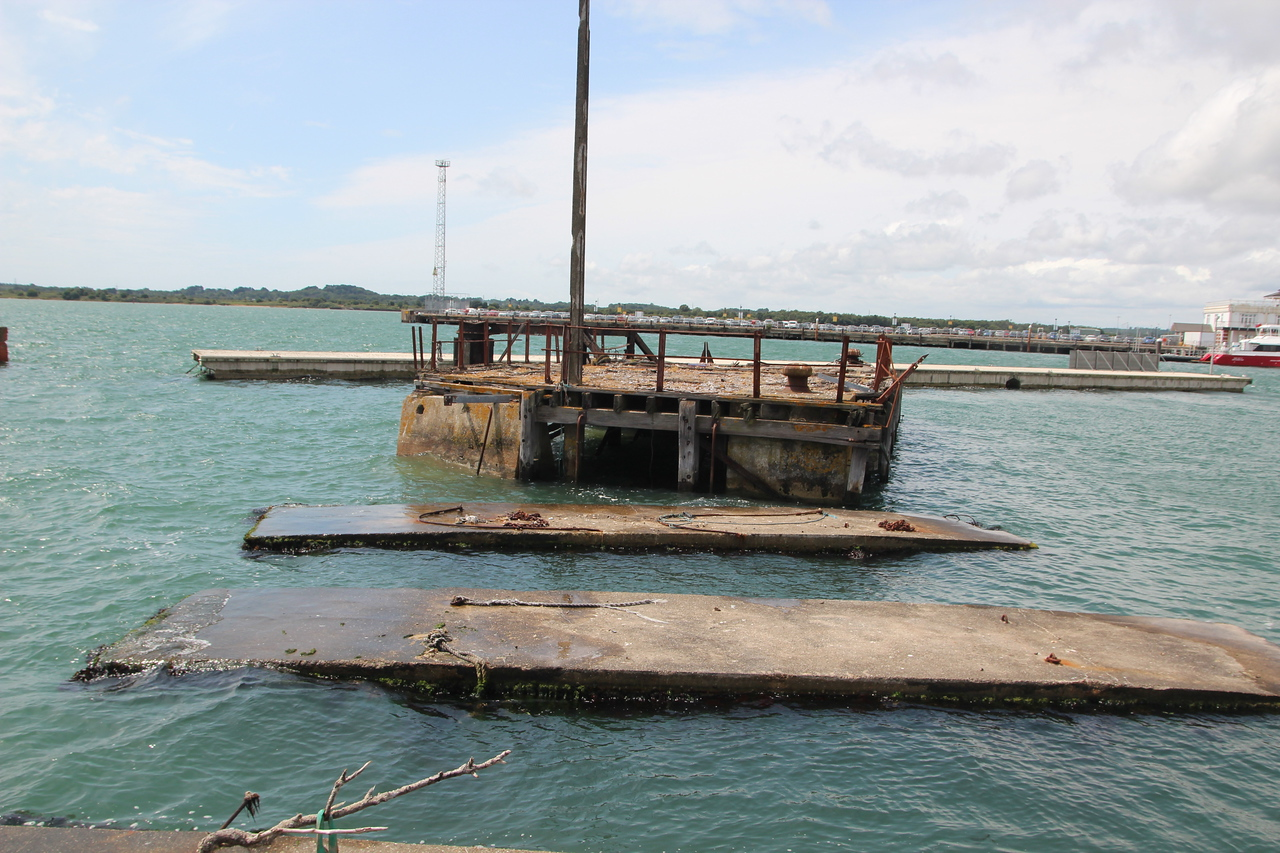 The metal walkway that was running across the water was seen in the 1950 film footage of Ruth and Seretse arriving in London. Sadly all rusted way now.