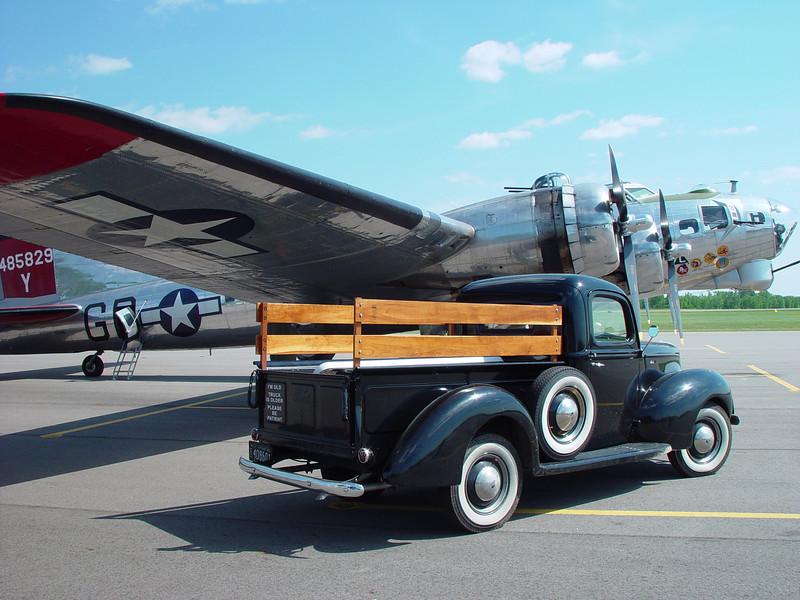 """B-17G FLIGHT TO ADRIAN, MI """"FLAG DAY"""""""