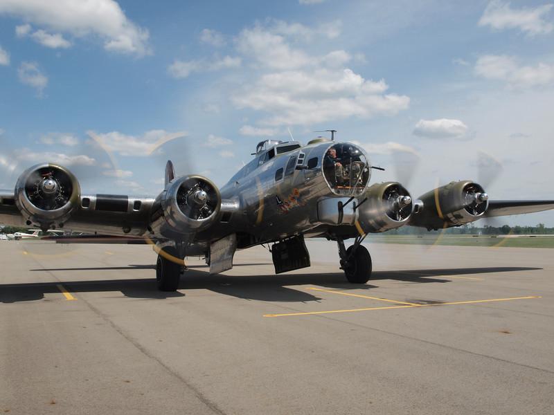 "B-17G BOMBER ""YANKEE LADY"""