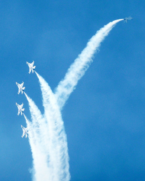 "US AIR FORCE F-16 ""THUNDERBIRDS"""