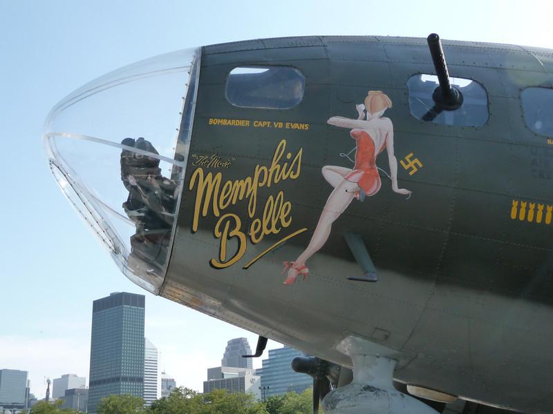 """B-17F BOMBER """"MEMPHIS BELLE"""""""