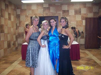 Arizonan girls with Miss USA (right)