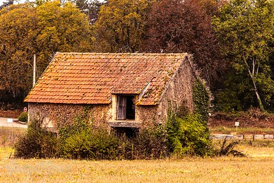 This little isolated cottage was found on the road from Montignac to Beaulieu de Dordogne
