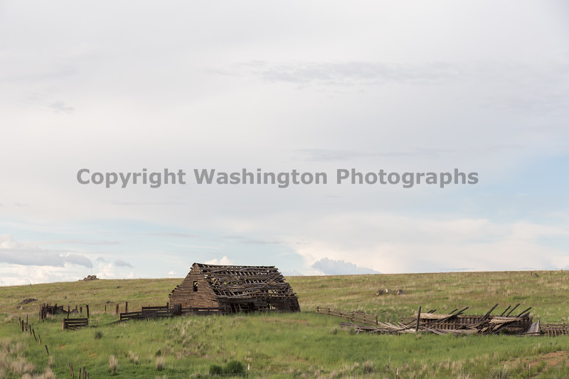 Abandoned Barn 33