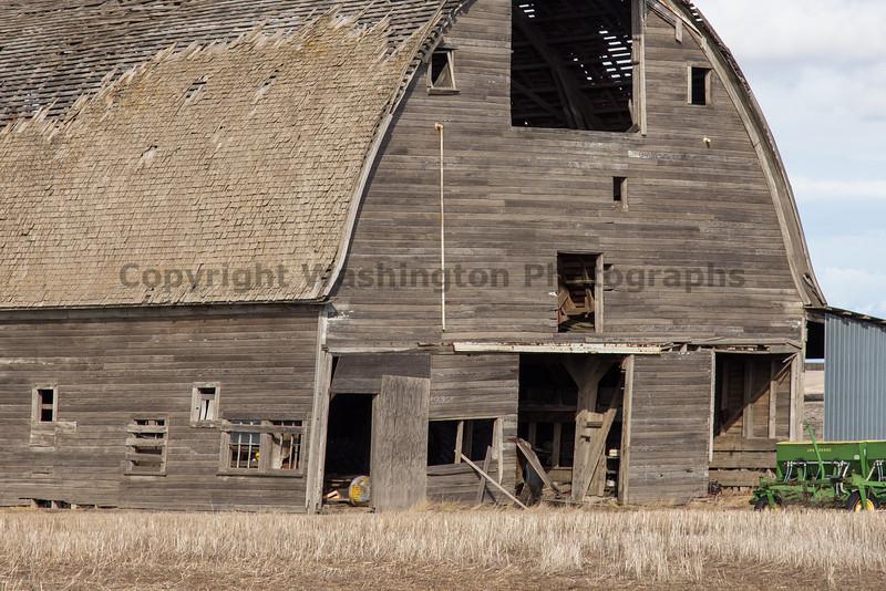 Abandoned Barn 045