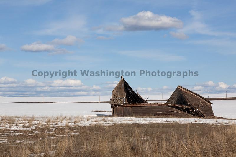 Abandoned Barn 001