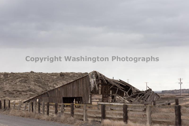 Abandoned Barn 54