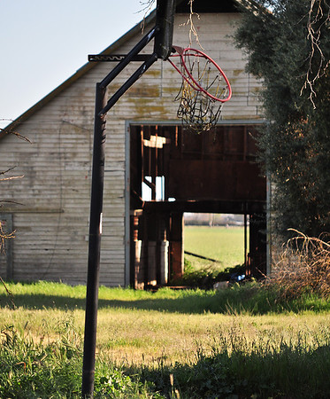 "<b><font color=""yellow""><font size =""4"">Abandoned Ranch in Sacramento County</font></font>"