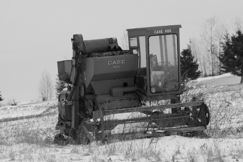 Case 600 (Black & White version) - New Canada, Maine