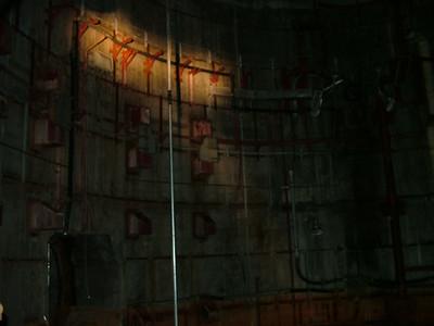 Silo wall and flashlight