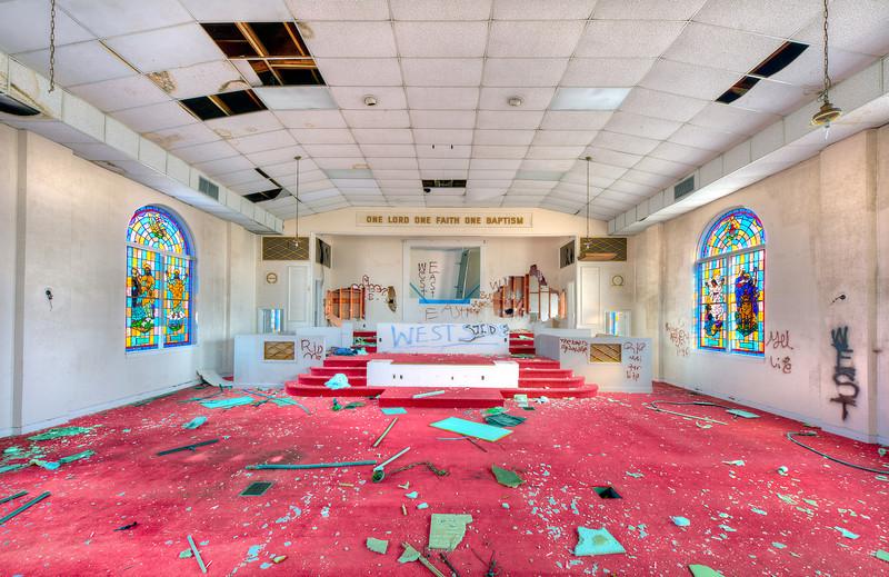 Photo of St. Matthew's Baptist Church in Charleston, SC. This church has been abandoned.