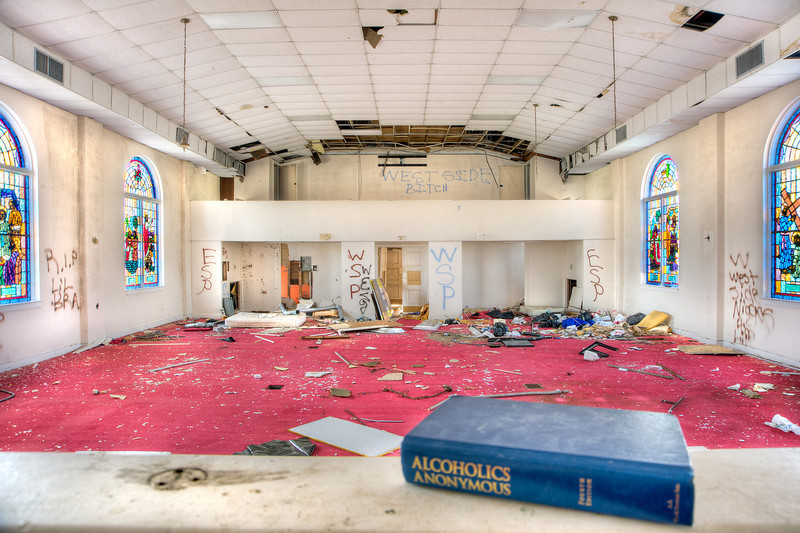 Photo of St. Matthew's Baptist Church in Charleston, SC. This church has been abandoned.