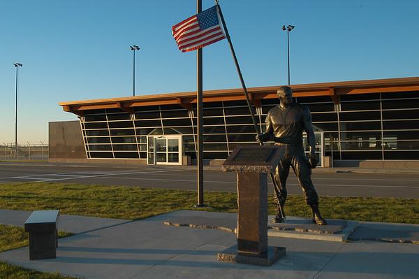 veteran's statue