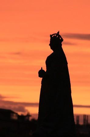 Queen Victoria statue at Queen's Cross