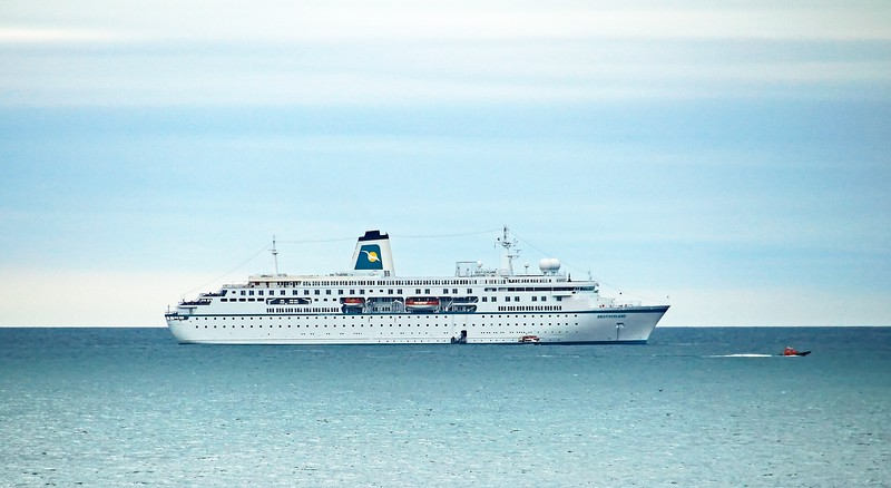 Deutschlander Cruise Ship in Aberdeen Bay