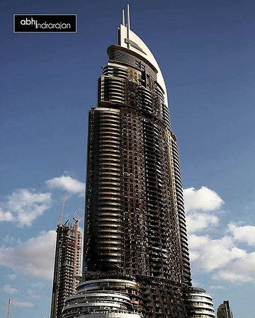 Now this is what you call a megastructure which won't collapse under fire!! #theaddressdowntown #theaddresshotel #Dubai #dubailife #dubaimall #mydubai