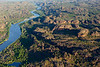 Vue de la East Alligator River serpentant à travers les reliefs de la terre d'Arnhem. Territoire du Nord/Australie