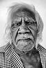 Portrait de Walter Kolbong Rogers (clan Numamurdirdi), sculpteur de boomerangs et chef de cérémonies dans la communauté de Ngukurr. Terre d'Arnhem/Territoire du Nord/Australie