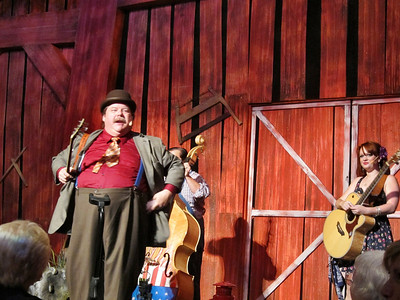 Family Trip in Pigeon Forge, TN - Hatsfields and McCoys Dinner Show