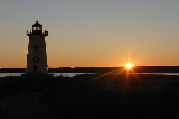 Edgartown Lighthouse, daybreak, Dec 25, 2006