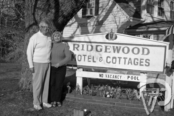 Stan and Agie Knowles,owners of Ridgewood Motel & Cottages,where scenes from a movie were filmed last weekend. The Cape Codder MAY 1, 2009page 10
