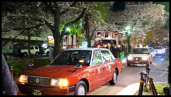 Hitching up for the ride back to the hotel  Walking by Gion 4th April 2013 Kyoto