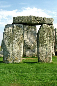 Stonehenge 4 - Wonder how they lifted this thing?
