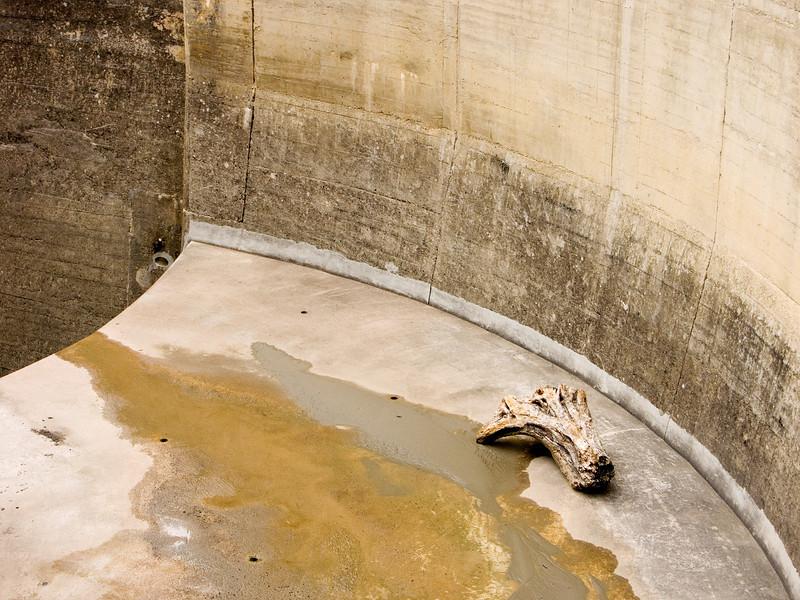 Overfall, Barrage Lac de Perolles<br /> Konica Minolta Dimage A2