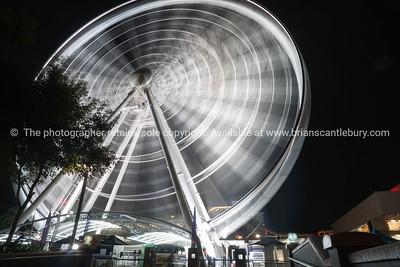 Abstract motion of rotatinmg ferris wheel at night
