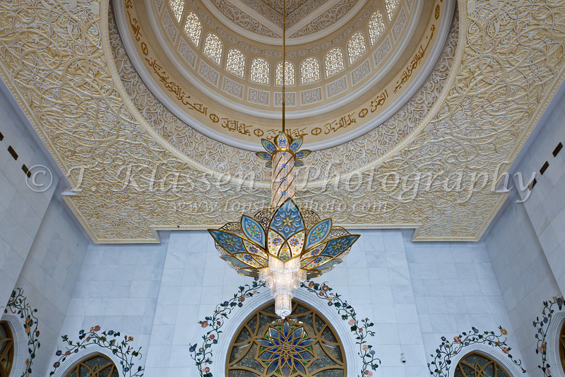 Interior architecture with chandelier in the Sheikh Zayed Grand Mosque in Abu Dhabi, UAE.