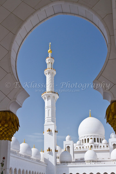 Exterior domes, arches and minarets of the the Sheikh Zayed Grand Mosque in Abu Dhabi, UAE.