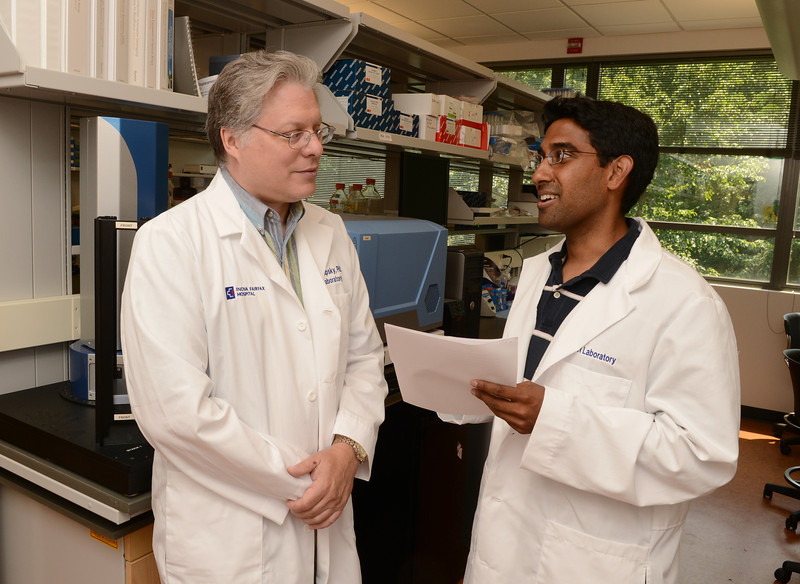 Affiliate Professor of Molecular Neuroscience Robert Lipsky mentors Mason student Sameer Yousuf at the Krasnow Institute for Advanced Study.  Photo by Evan Cantwell/Creative Services/George Mason University