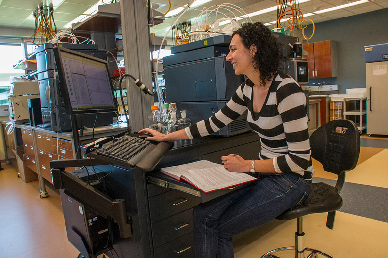 Senior Research Scientist Maria Basanta Sanchez at work in The RNA Institute.<br /> Photographer: Mark Schmidt