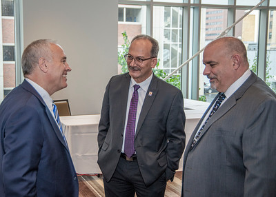 NYS Comptroller Thomas DiNapoli speaks with President Rodríguez and CEHC Dean Robert Griffin.