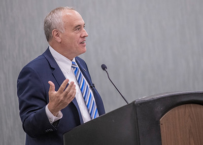 Comptroller DiNapoli delivers his Summit keynote address.