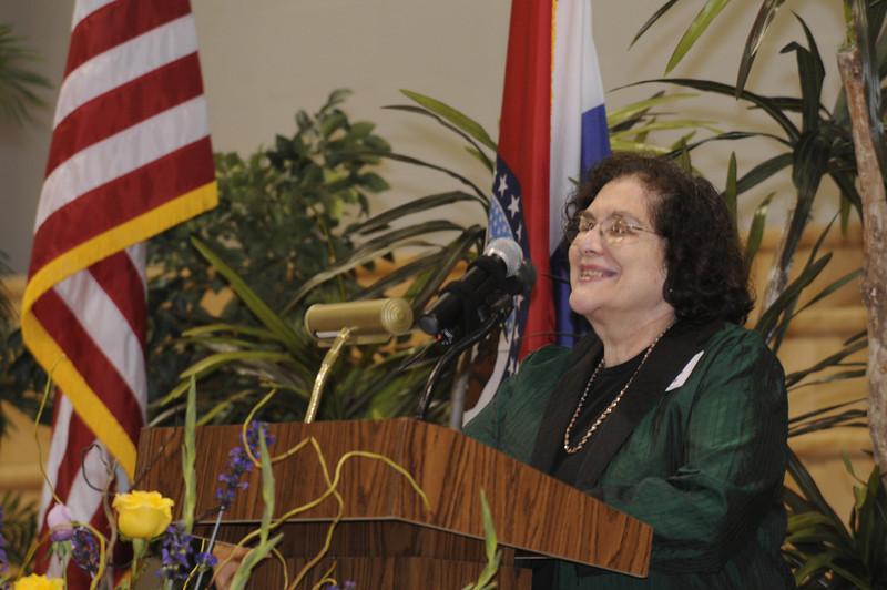 Batya Abramson-Goldstein accepts her award on behalf herself and the Jewish community of Saint Louis.